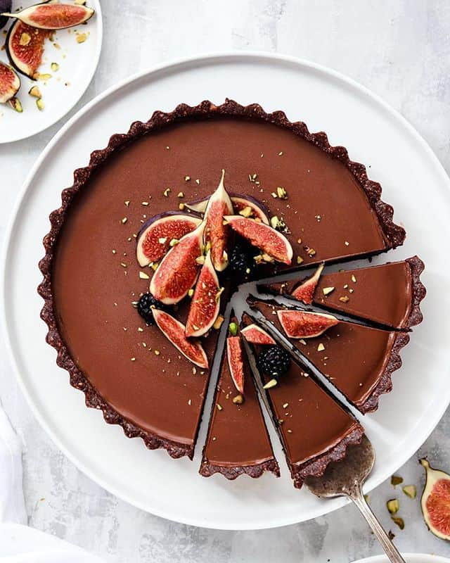 chocolate ganache tart with figs and pistachios by @nm_meiyee crust 1 12 cups gluten free rolled oat