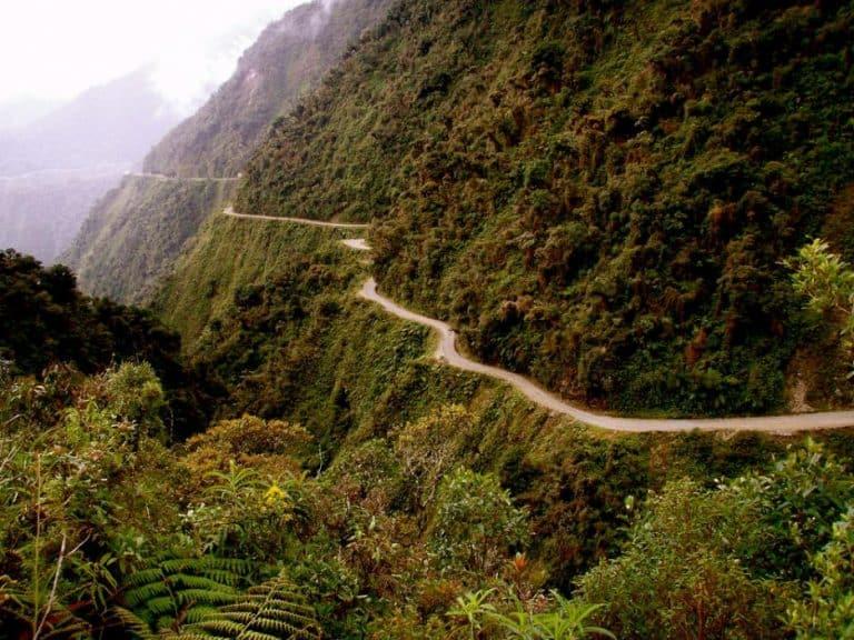 Най опасният път на света свързващ Ла Пас и Коройко в Боливия 768x576