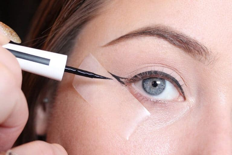 The Sticky Trick For Perfect Winged Eyeliner 768x512