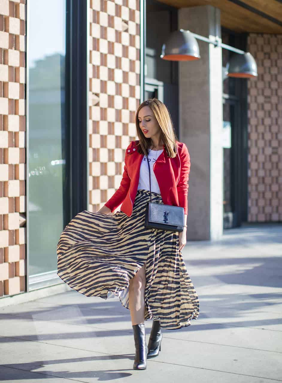 Sydne Style shows animal print outfit ideas for fall with red suede jacket