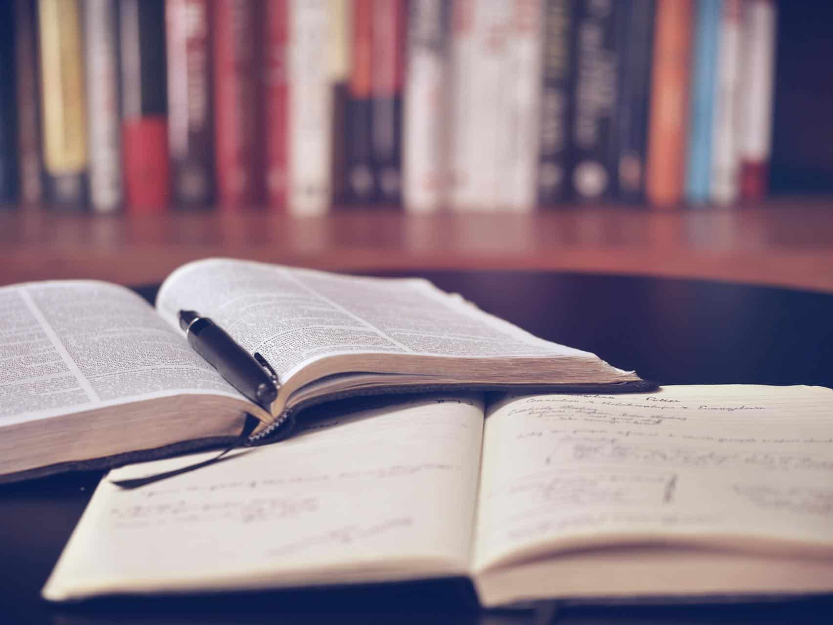 books bookshelf education 159621