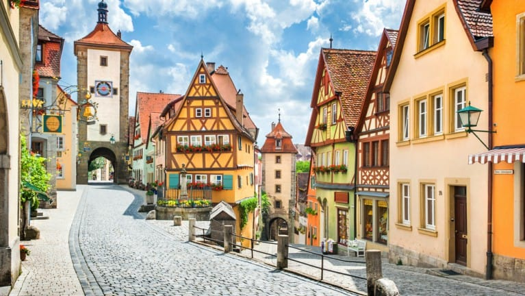 shutterstock_530357842 beautiful postcard view of the famous historic town of rothenburg ob der tauber on a sunny day with blue sky and clouds in summer franconia bavaria germany