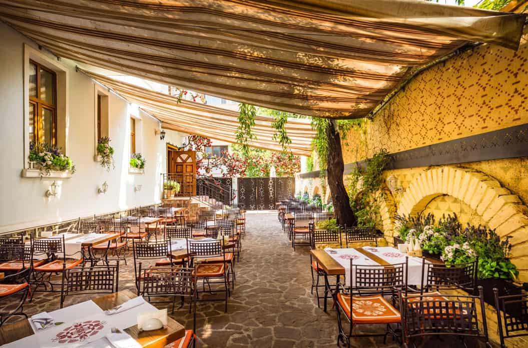 restaurant moma interior 1